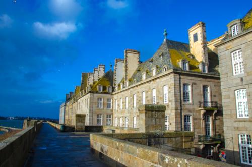 高い城壁に囲まれた石造りのかっこよさ、フランス『サンマロ』