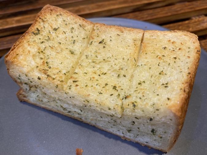 くぅらぼ 絹のガーリックトースト