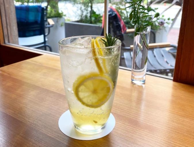 WHITE GLASS COFFEE(ホワイトグラスコーヒー) レモン&ローズマリーソーダ