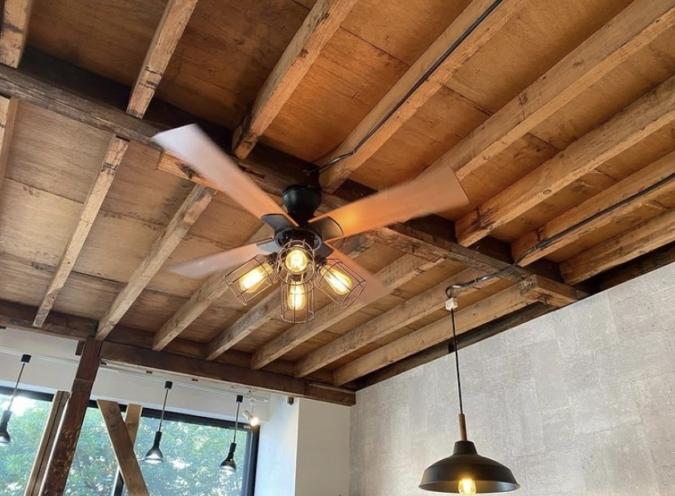 TSUBAME DONUT カフェスペースの天井