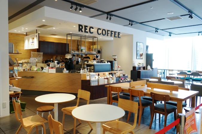 REC COFFEE博多マルイ店 店内
