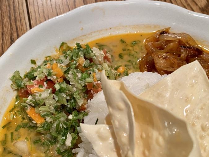 ラヴィのスリランカカレー スパイシーシーフードカレー 副菜