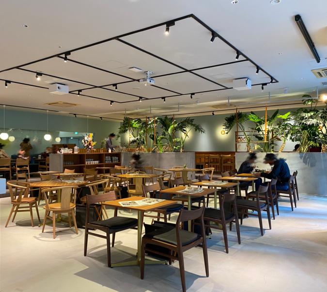 CAFE OTTO MOMOCHI-hama 店内