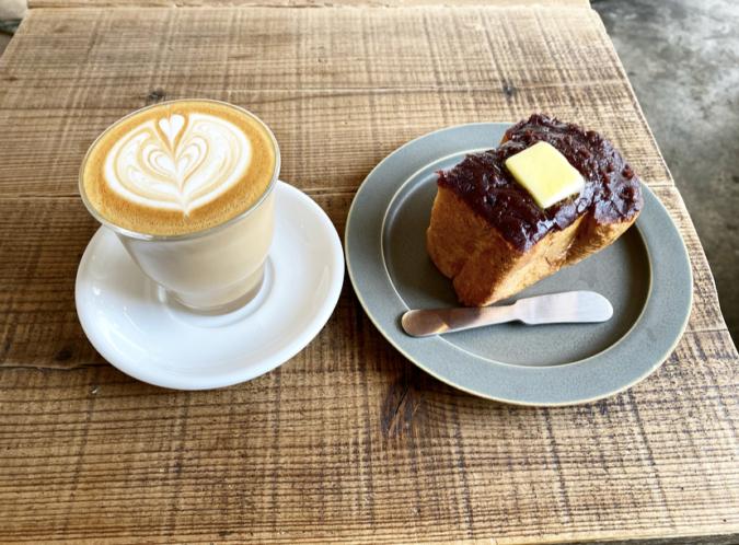 Good up Coffee(グッドアップコーヒー)  カフェラテと自家製あんこトースト