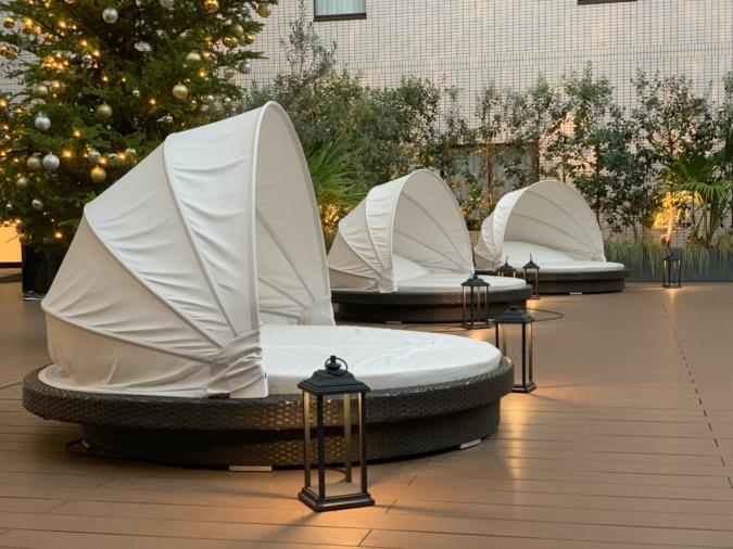 オリエンタルホテル福岡 テラス席、足をのばしてくつろげる席