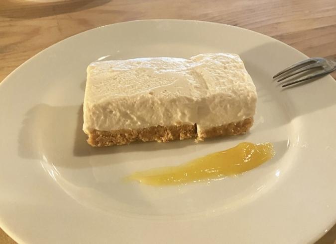 レモンとローズマリーのレアチーズケーキ 枯白