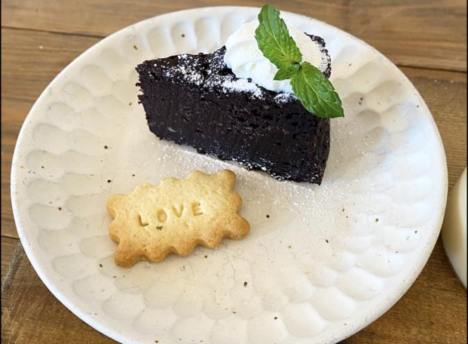 cafe 居場所 デザート2種盛り 豆腐のガトーショコラ