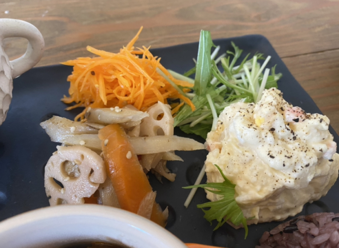 cafe 居場所 ワンプレートランチ 野菜