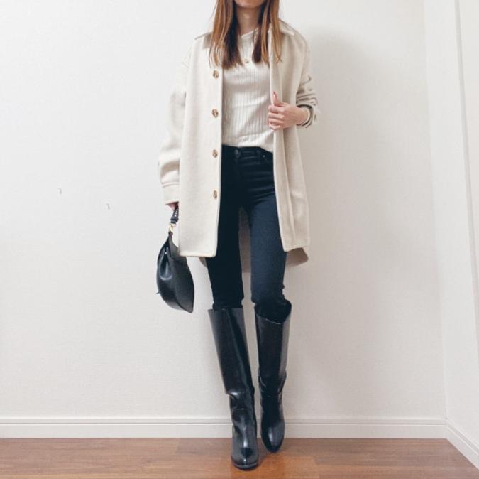 白のシャツジャケット×乗馬スタイル