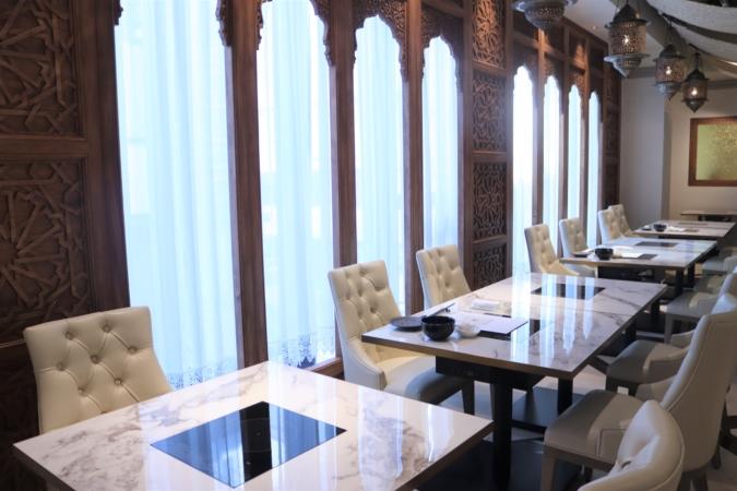 博多もつ鍋 やま中 博多店 ヨーロッパとエキゾチックなコロニアルスタイル空間な内装
