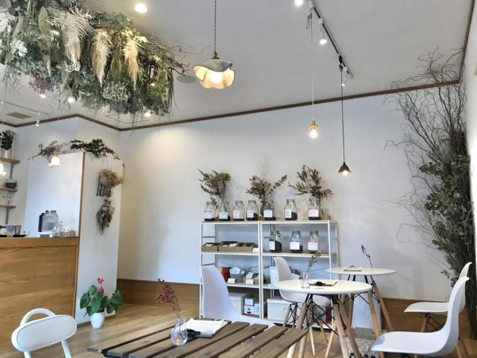 Co.Ro.Ru. COFFEE(コロルコーヒー) 店内 テーブル席