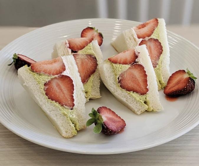 MARUYA recipe いちごクリームサンド