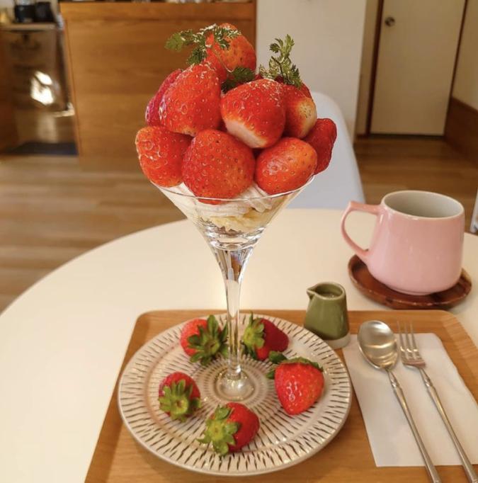 Co.Ro.Ru. COFFEE(コロルコーヒー) イチゴを約20粒使ったイチゴのパフェ