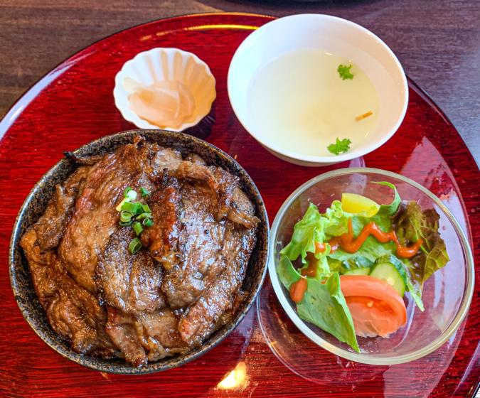 上ロース焼肉丼全体 キッチン萬(まん)