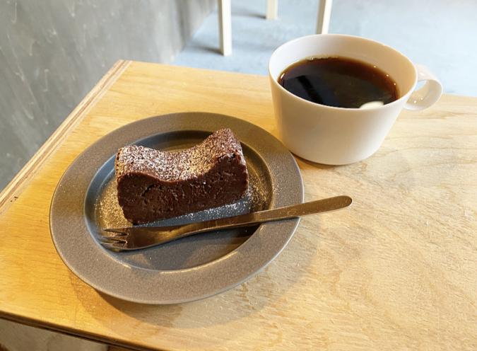 ガトーショコラ コーヒー 『day to day coffee and espresso』(デイトゥーデイコーヒーアンドエスプレッソ)