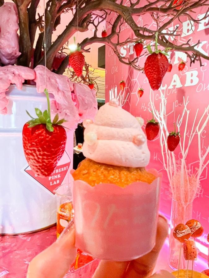 ANAクラウンプラザホテル福岡「いちごの研究所 Pink Lab」 カップケーキ