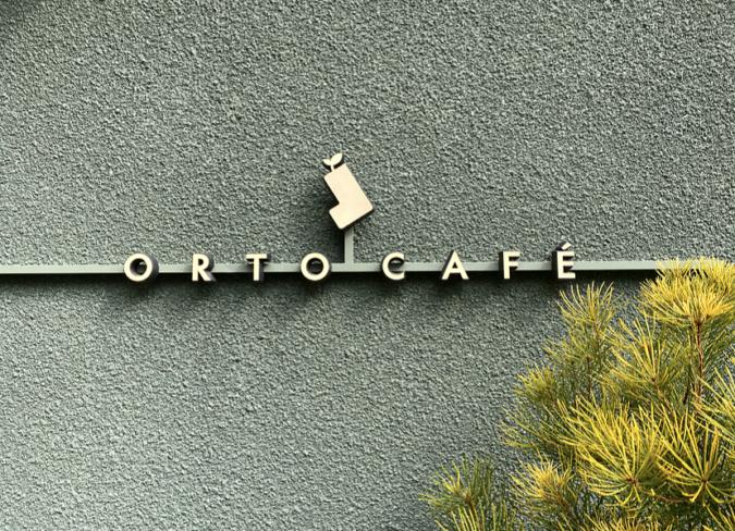 オルトカフェ 看板