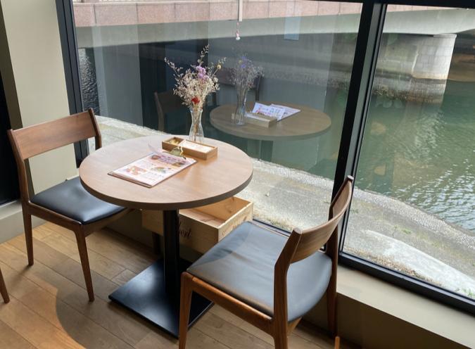 Au bord d'Eau Fukuoka(オ・ボルドー・フクオカ) 窓際の席