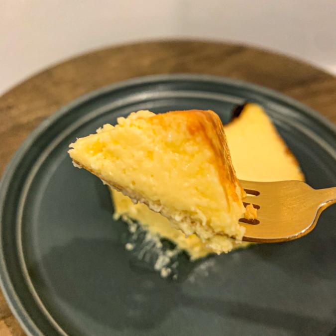 バスクチーズケーキ(持ち上げ)