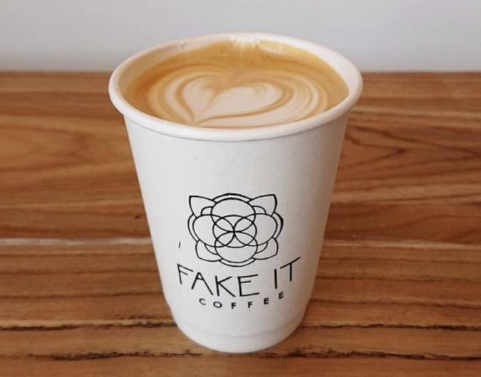 FAKE IT COFFEE(フェイクイットコーヒー) ラテ