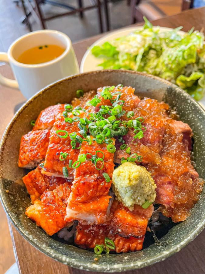 CAFE&DININGBAR BRUNO(ブルーノ)夢叶え丼(リブロースステーキ+うなぎ)