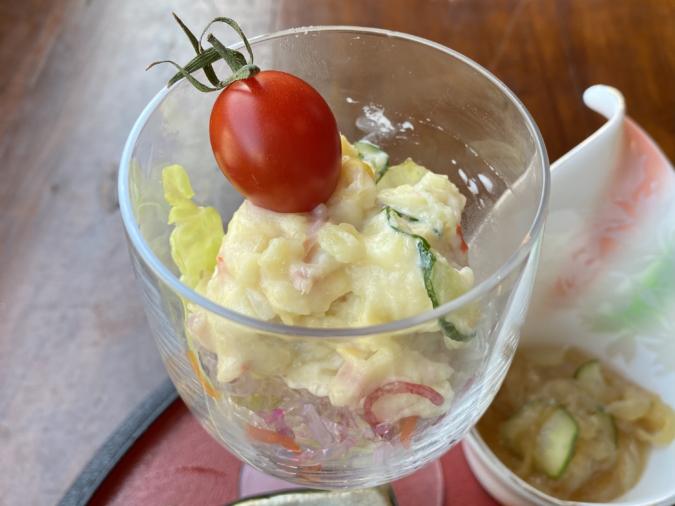 cuidaore cafe(くいだおれカフェ)選べるおむすび定食 ポテトサラダ