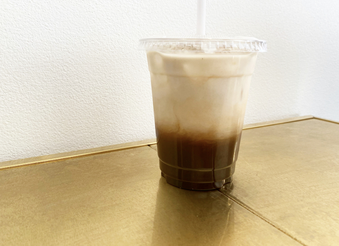 はちみつキャラメルのカフェ・オ・レはきれいな2層に分かれています