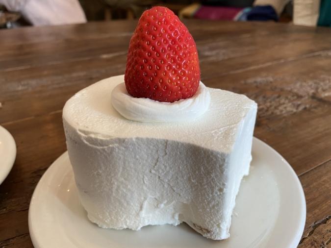 cafe dacotan イチゴのラズベリーブレッドショートケーキ