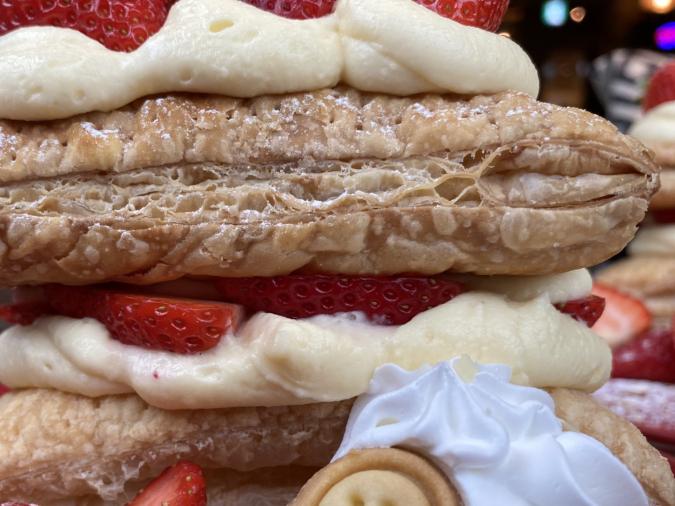 kawara CAFE&DINING FORWARD福岡パルコ 苺のさくさくミルフィーユパイ カスタードクリーム