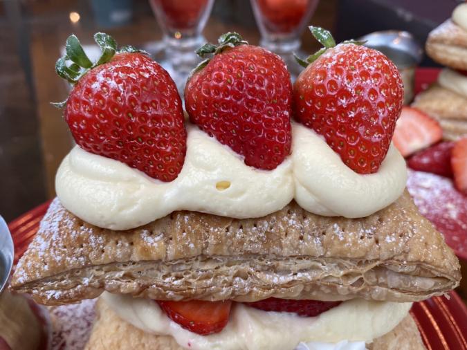 kawara CAFE&DINING FORWARD福岡パルコ 苺のさくさくミルフィーユパイ いちご