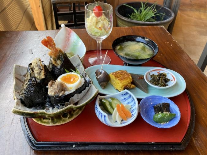 cuidaore cafe(くいだおれカフェ)選べるおむすび定食