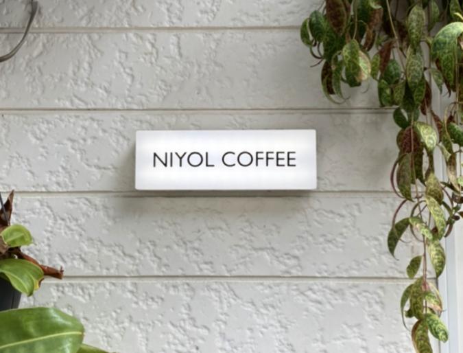 NIYOL COFFEE(ニヨルコーヒー) 看板