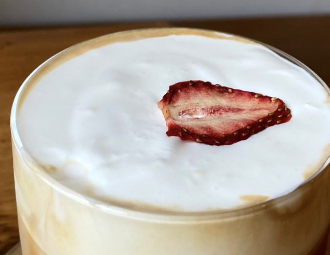 NIYOL COFFEE(ニヨルコーヒー) ストロベリーラテアイス