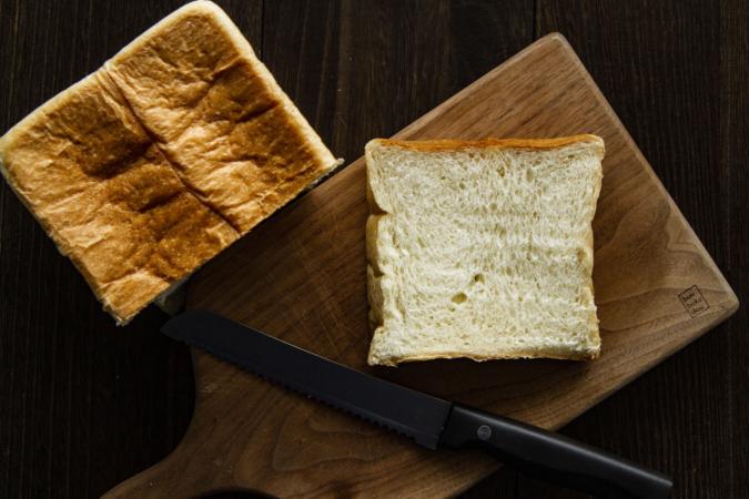 ぺったん むっちり食パン カット