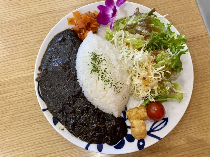 cocoカフェ&グッズ 黒カレー