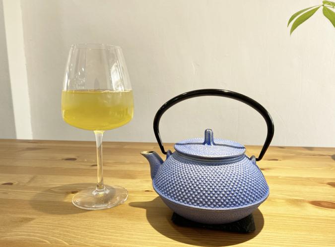 M.Sucre(ムッシュシュクレ) ワイングラスに入った緑茶
