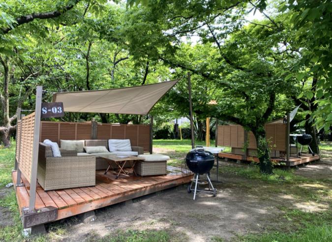 『舞鶴公園 BBQ GARDEN』ソファBBQサイト