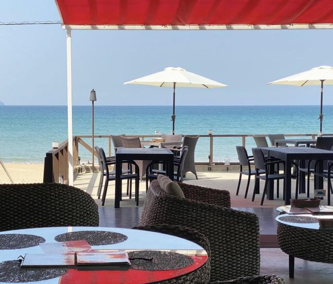 BEACH CAFE&STAY BOCCO VILLA(ビーチカフェアンドステイ ボッコヴィラ) テラス席
