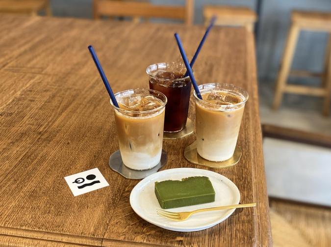 ポスコーヒーのドリンクと抹茶テリーヌ