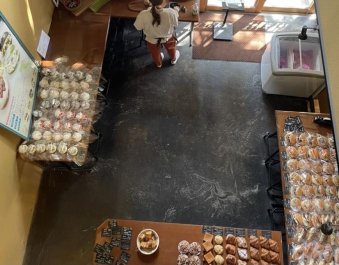 エピドール2階から1階を眺めた景色