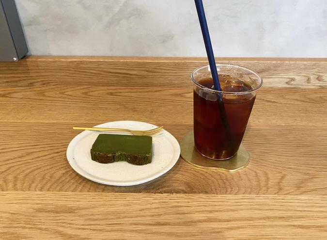 ポスコーヒーの抹茶テリーヌとアイスコーヒー