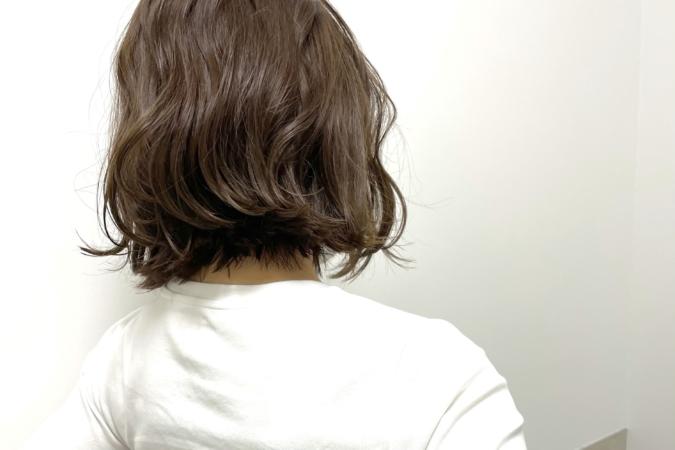 ヘアバームをつけた髪の毛