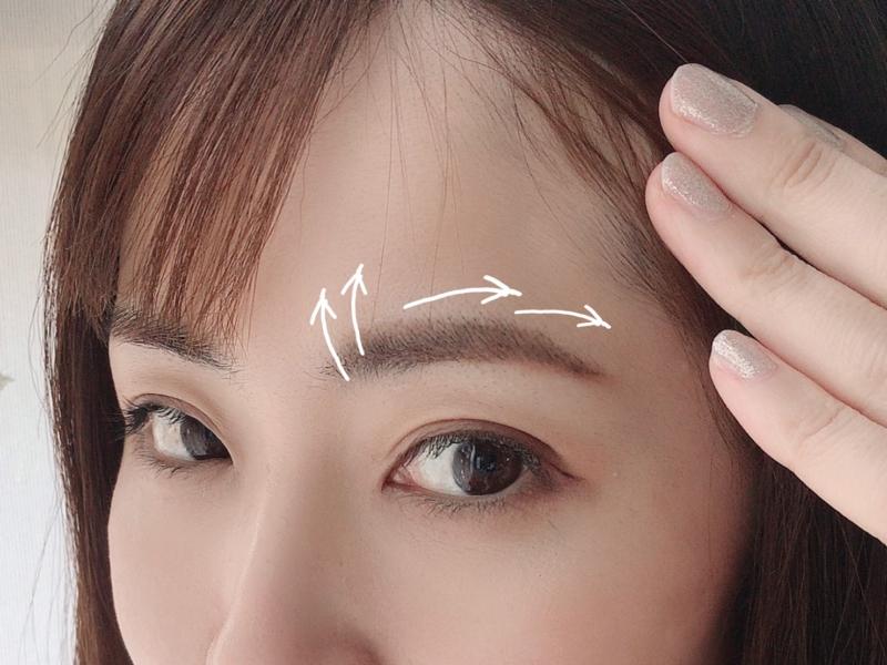 眉マスカラは眉の部分ごとに流れを意識する