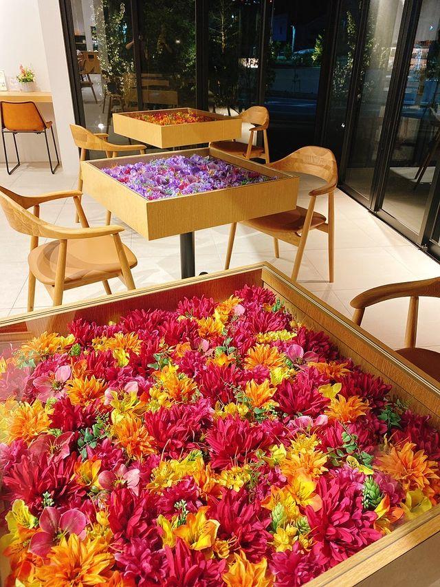 ハウズ伊都店のフラワーテーブル