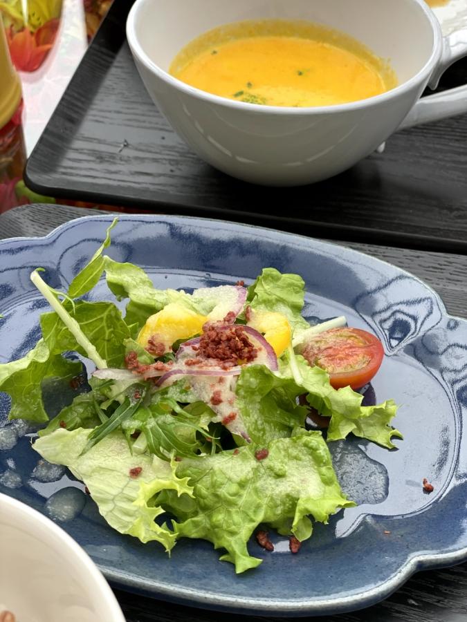 ハウズ伊都店ランチのサラダとスープ