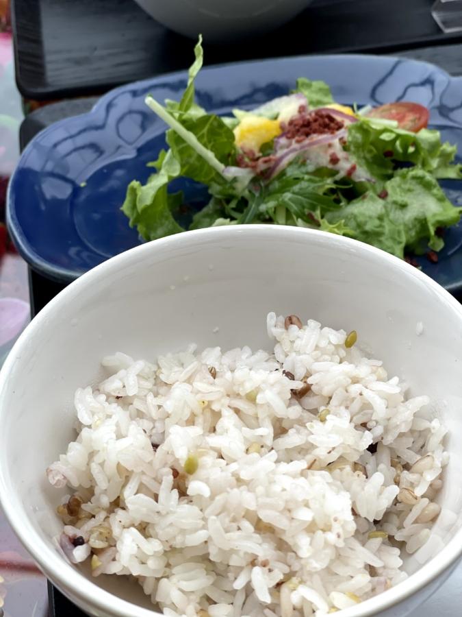 ハウズ伊都店ランチのご飯とサラダ