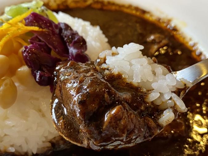 「のらり」の「欧風ビーフCURRY」はお肉がゴロゴロ