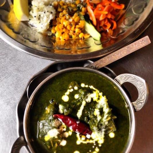 六本松カレチネのパラクゴーシュト(ほうれん草と羊肉のマサラ)