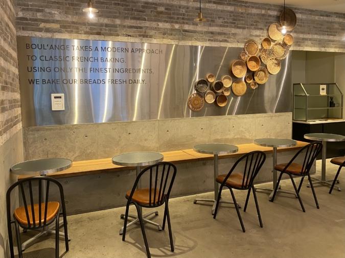 「BOUL'ANGE福岡大博多ビル店」のイートインスペース