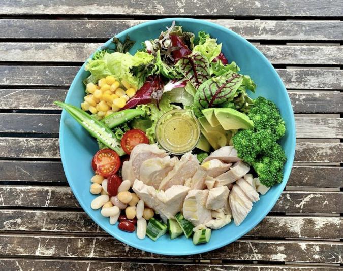 Manly(マンリー)鶏胸肉の彩り野菜サラダ